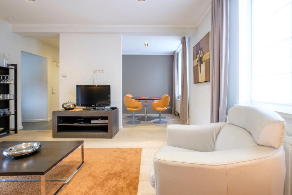 Orange Arcade - Living room